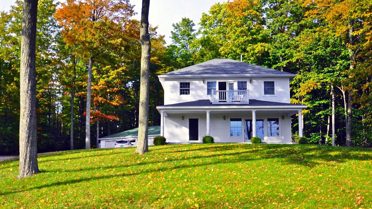 Budget friendly affordable vacation rentals in northern for Northern michigan cabin rental
