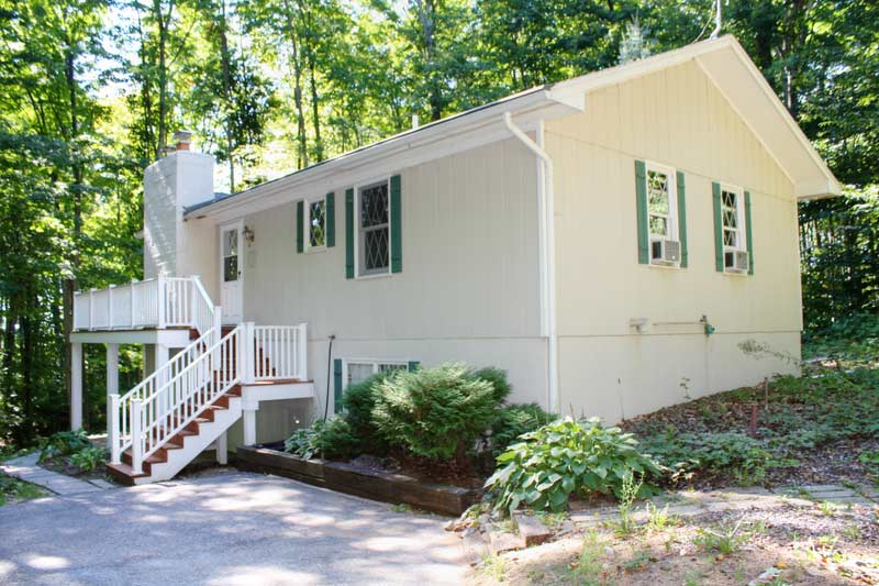 Cottage in the woods secluded harbor springs vacation rental - Serene traditional cottage in natural theme ...