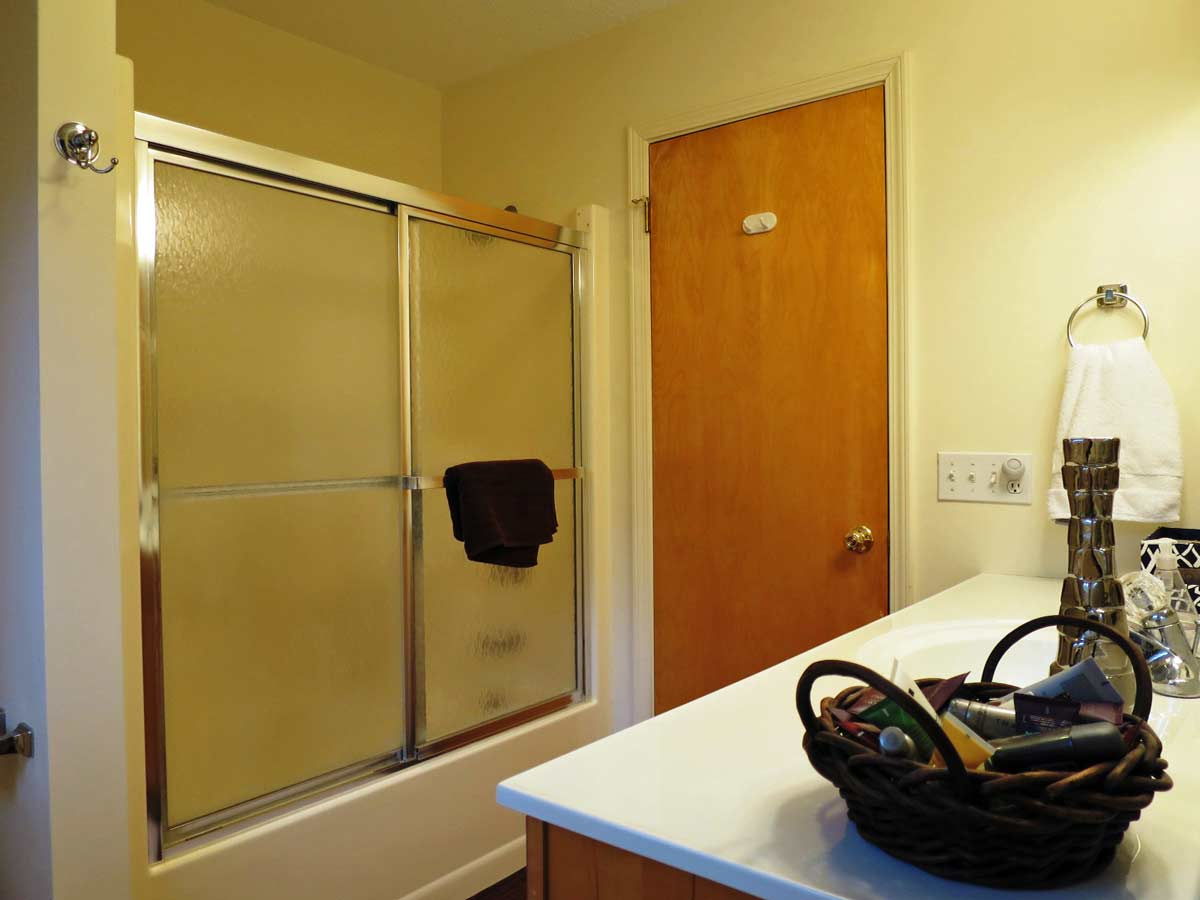 The tree house golf course rental home in harbor springs mi - Tree house bathroom ...