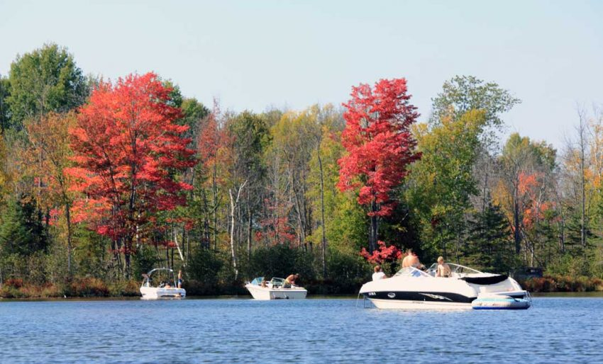 Boating the Inland Waterway in the fall (Photo: Jeremy Hammond)