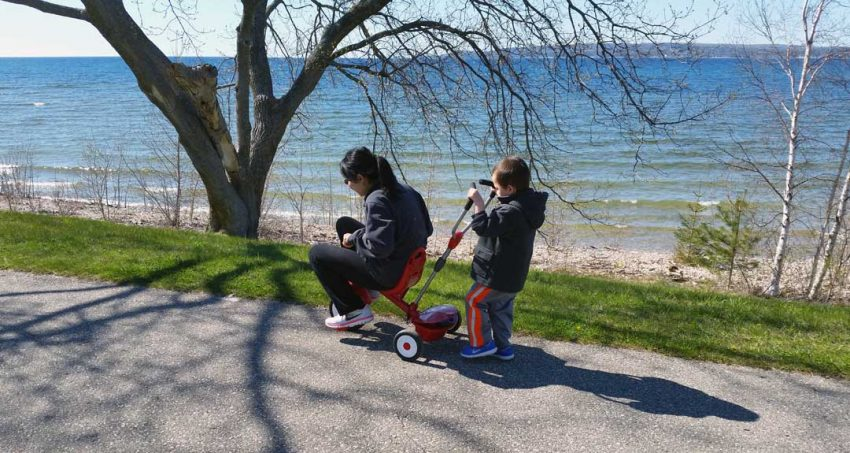 Family fun along the waterfront on the Little Traverse Wheelway in Petoskey (Photo: Jeremy Hammond)